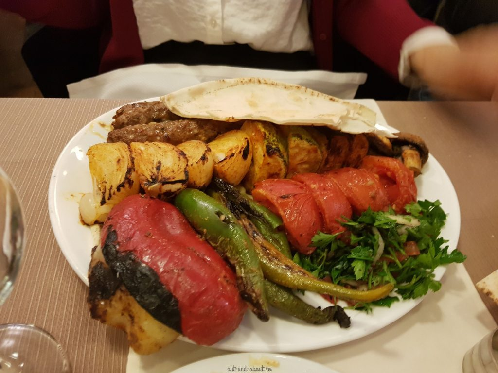 kebab cu legume la gratar restaurant tulin