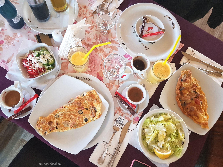 mic dejun la Scoica Land